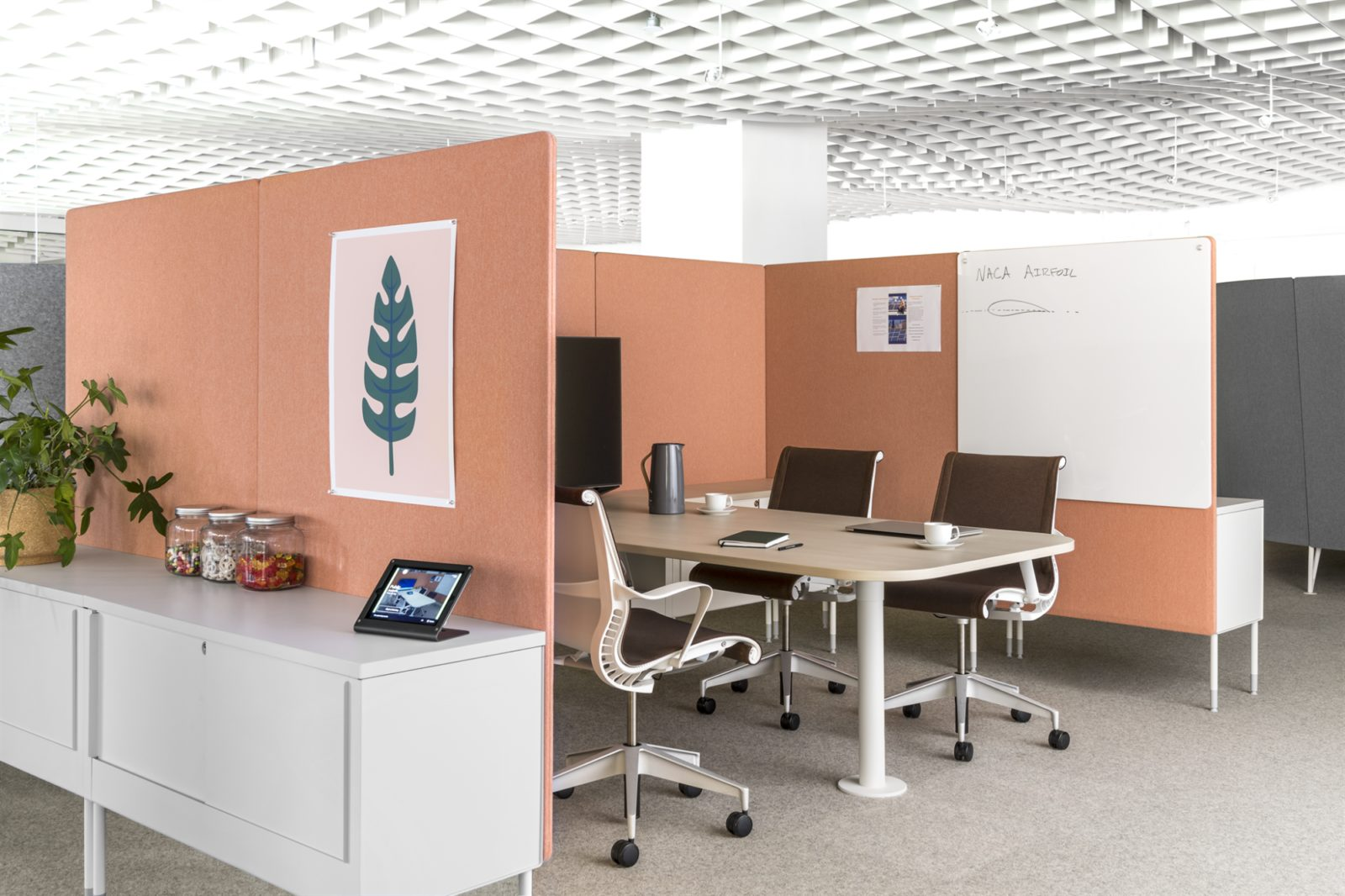 Collaborative office furniture small meeting space